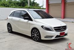 Mercedes-Benz B180 BlueEFFICIENCY 1.6 W246 (ปี 2014) Sports Hatchback AT